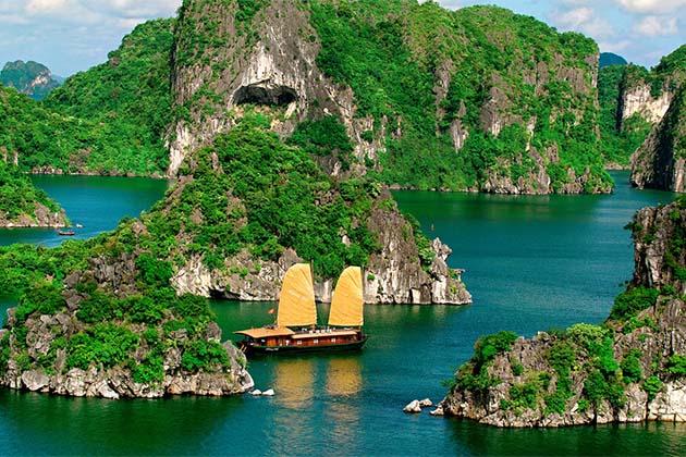 Amazing Ha Long Bay, Vietnam Trips