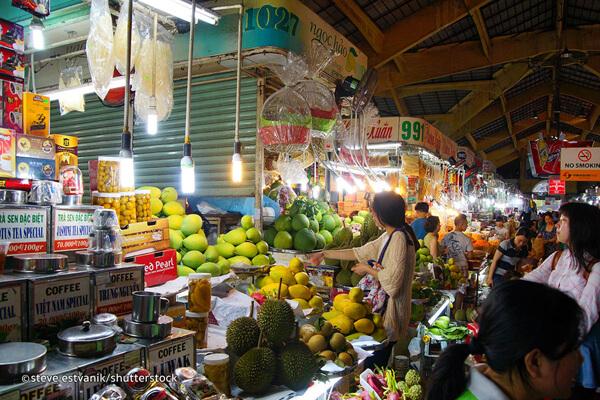 Bustling atmosphere in Ben Thanh Market, Package Tours in Vietnam