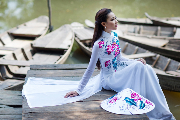 Vietnamese woman in traditional Ao Dai