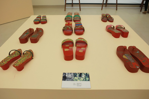 Vietnamese wooden clogs (guoc moc) for sale