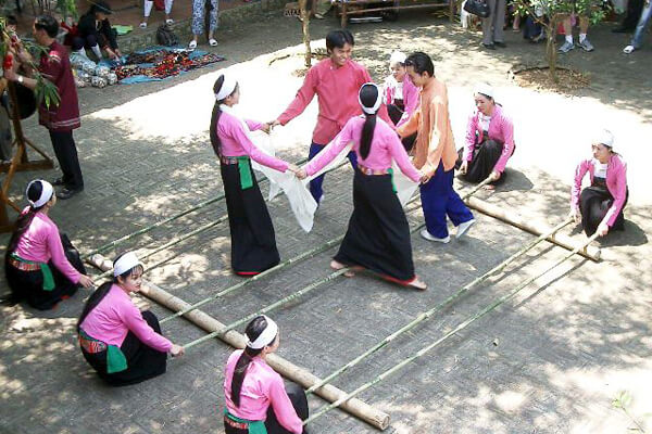 traditional dance of Thai People, Tours to Vietnam