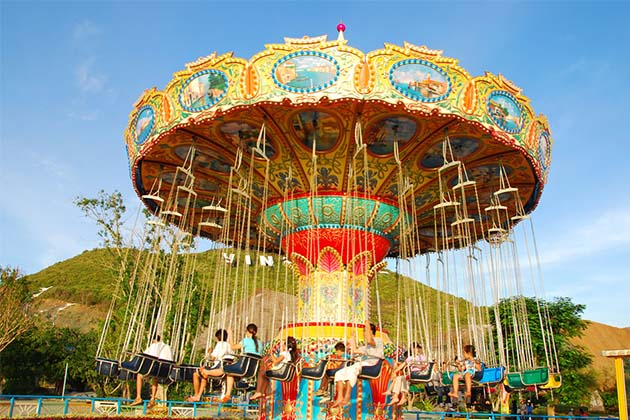 Vinpearl Theme Park, Family tour vacaton in Vietnam