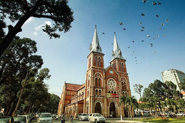 Get an insight into Saigon Notre-Dame Cathedral - Go Vietnam Tours