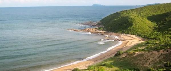 The pristine beach and wild nature give you a Robinson Crusoe-like feeling