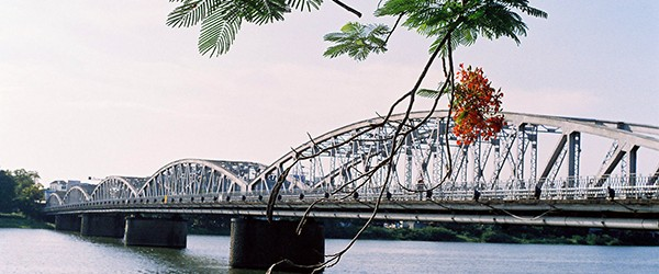 Trang Tien bridge crossing over Perfume River