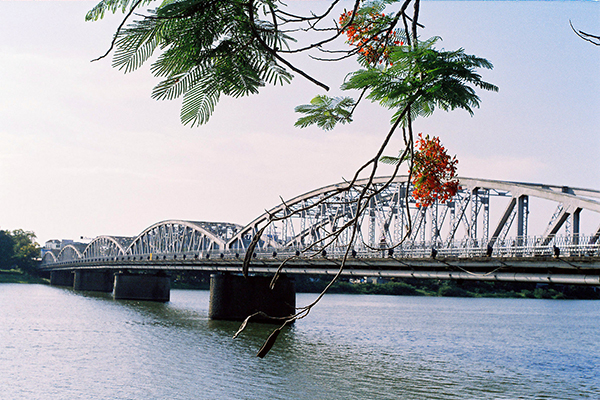 Trang Tien Bridge, Hue