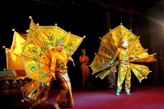 Traditional performance inside Karaweik