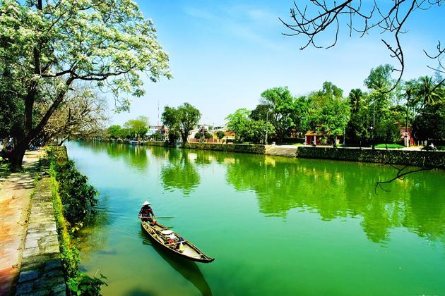 perfume river hue tours