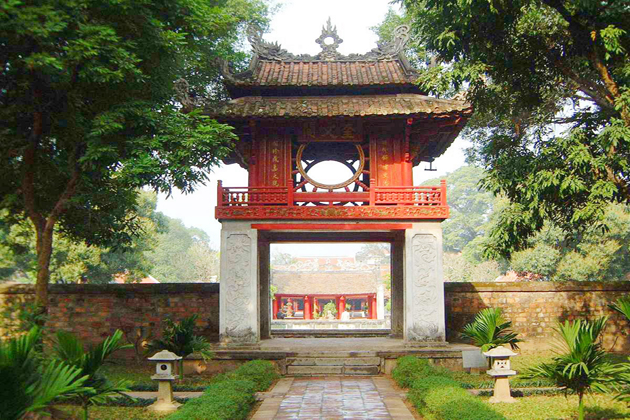 temple of literature hanoi tours