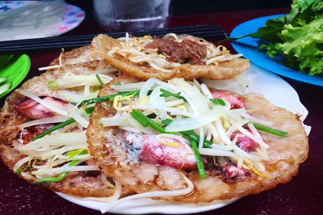 vietnamese crispy cake with squid nha trang tours