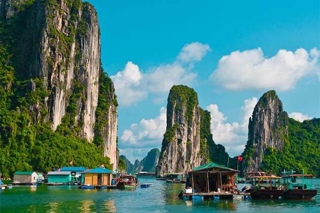 Ha Long Bay, Vietnam beach vacation