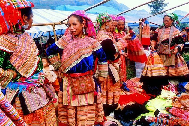 Muong Khuong Sunday Market, Adventure tour in the north of Vietnam