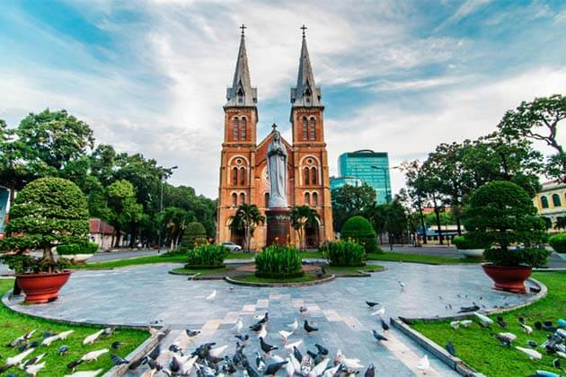 Beautiful lanscape at Notre Dame Cathedral, Ho Chi Minh Tours