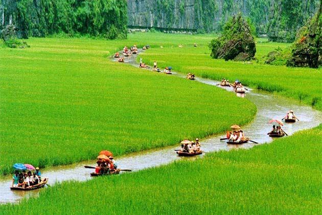 Sailing at Trang An, Ninh Binh, Vietnam tours