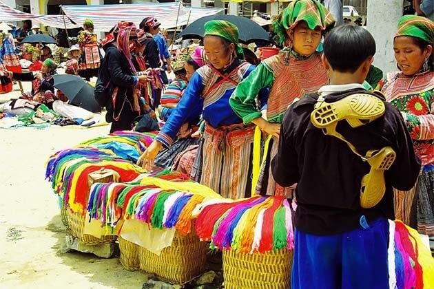 love market in Sapa, Vietnam tour packages