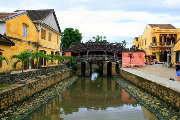 the Japanese Covered Bridge in Hoi An, Vietnam Vacation Package