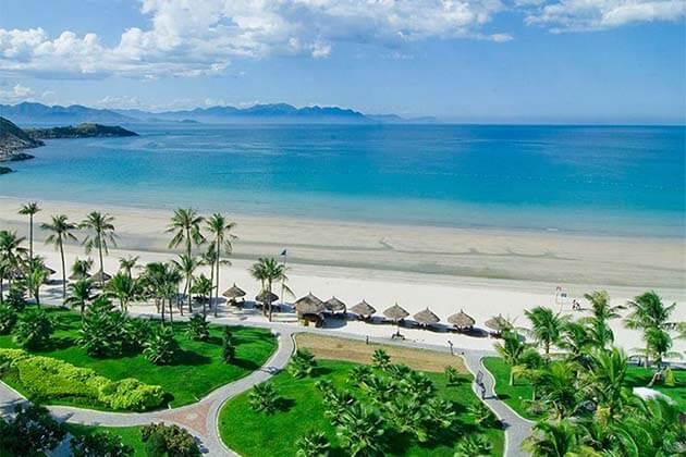 Nha Trang Beach, Vietnam Tours