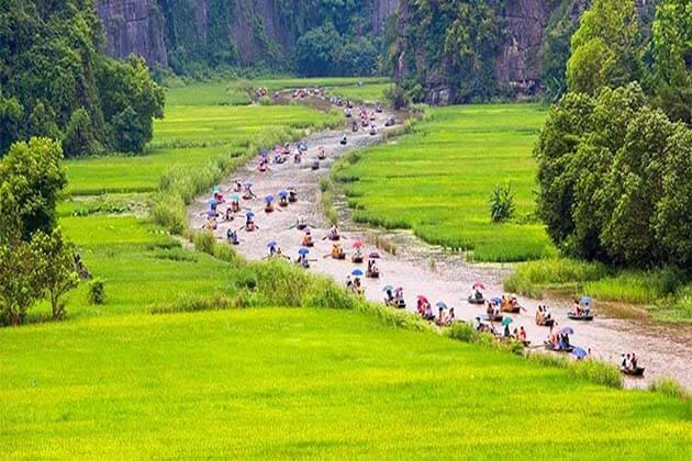 Tam Coc in Ninh Binh, Vietnam Tour Trips