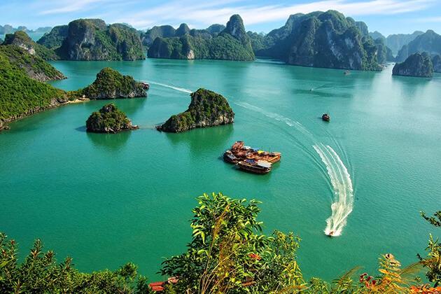 Ha Long Bay top plac eto visit in Vietnam vacation